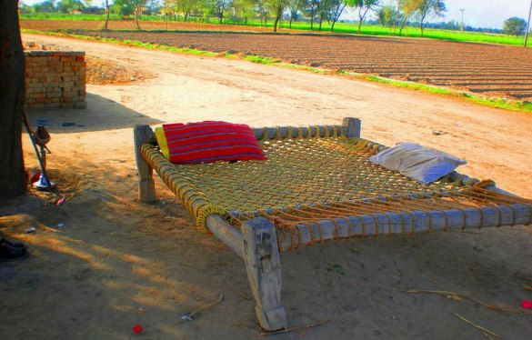 wooden bed designs in pakistan
